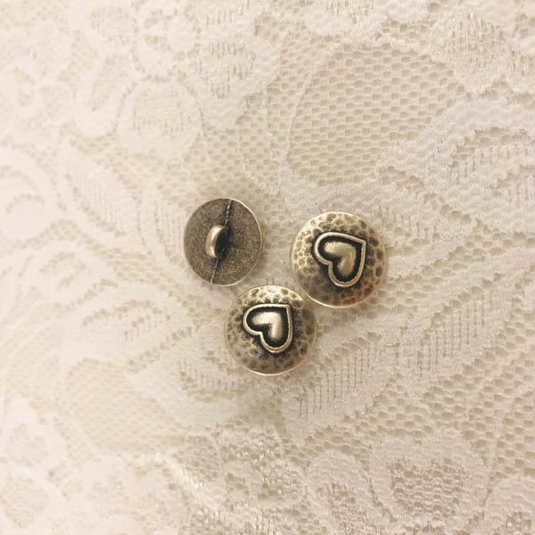 Knapp metall rund hjärta 16mm